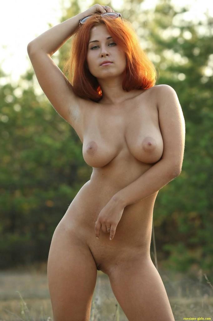 Рыжая девушка с большой грудью (2-е фото)