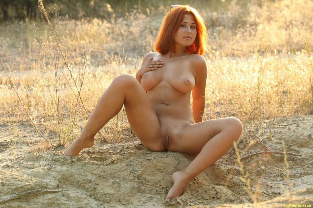 Рыжая девушка с большой грудью (14-е фото)