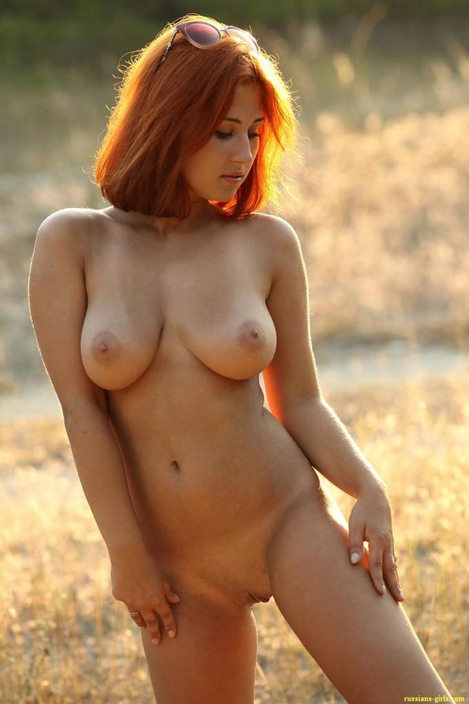Рыжая девушка с большой грудью (16-е фото)