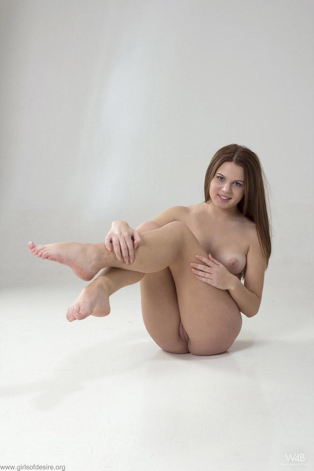 Пухленькая киска молодой девушки крупным планом (9-е фото)