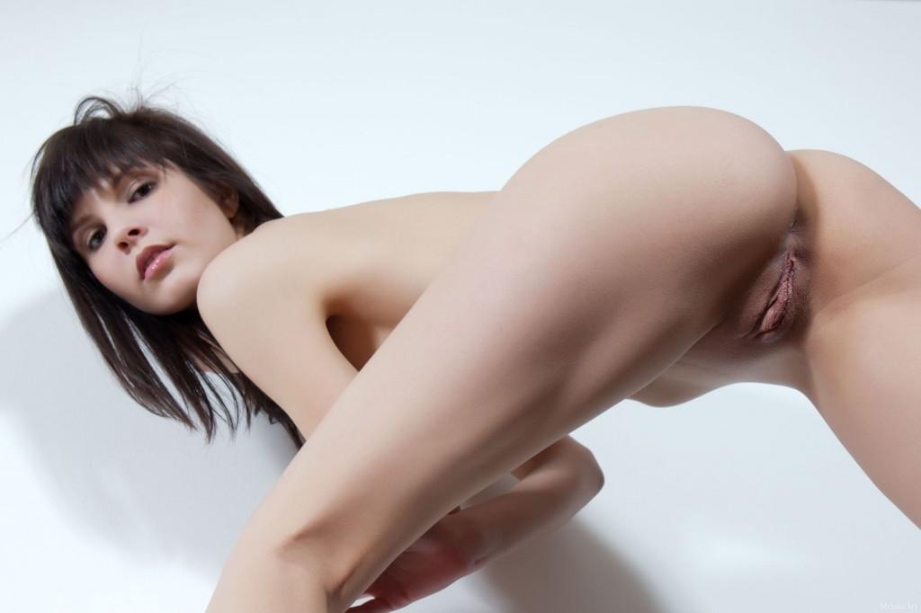 Сексуальная девушка с красивой киской