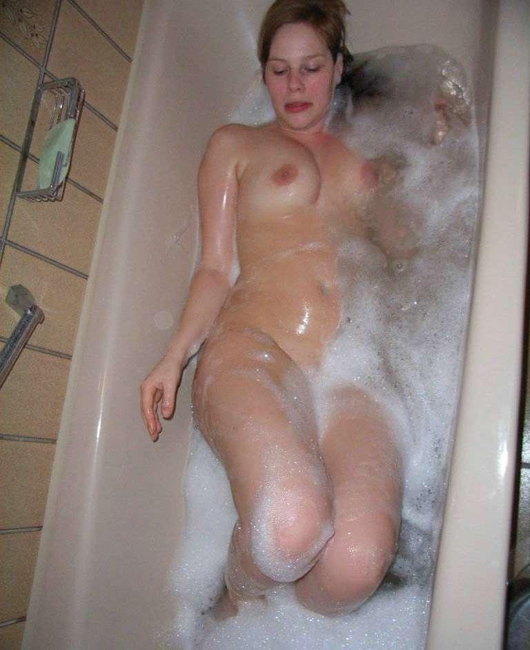 Любительские фото голой в ванной