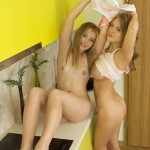 Голые писи фото двух девушек
