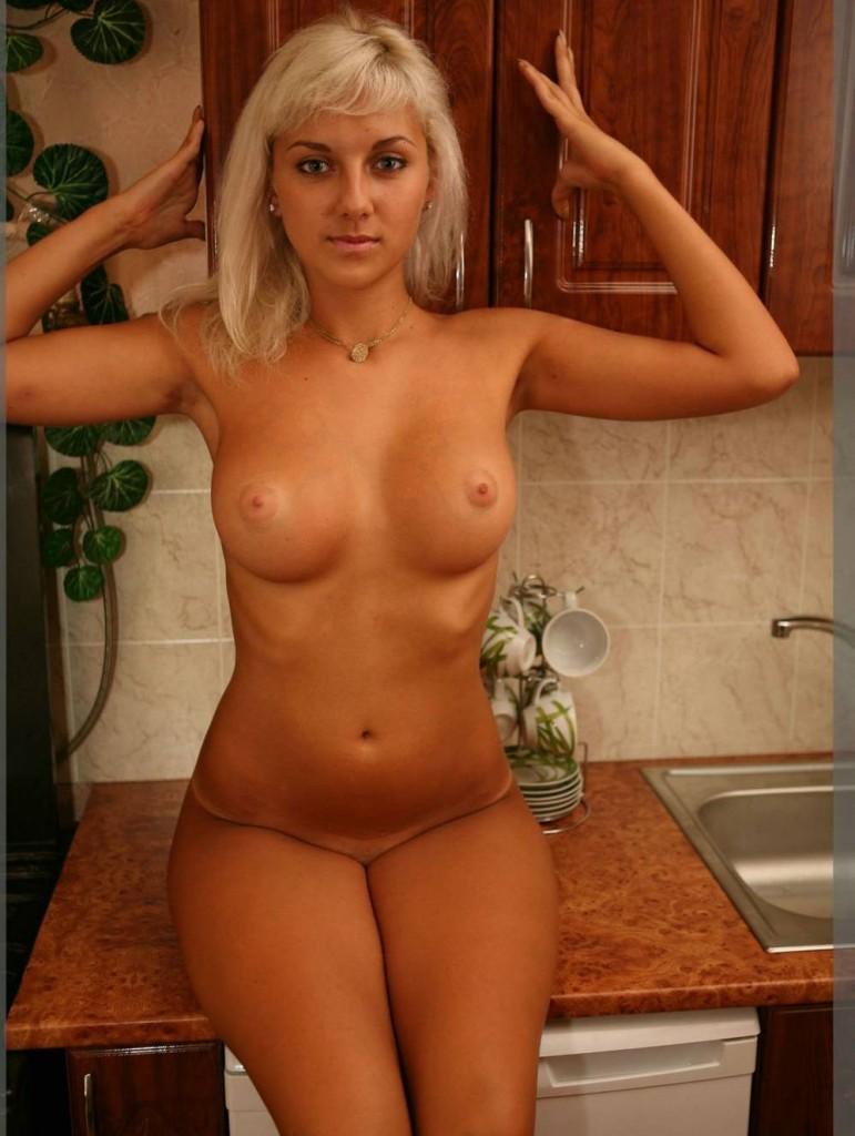 Фото голой девушки с загаром