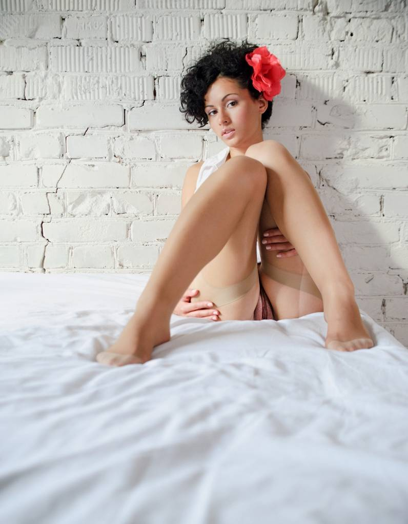 Сексуальные фото кудрявой девушки