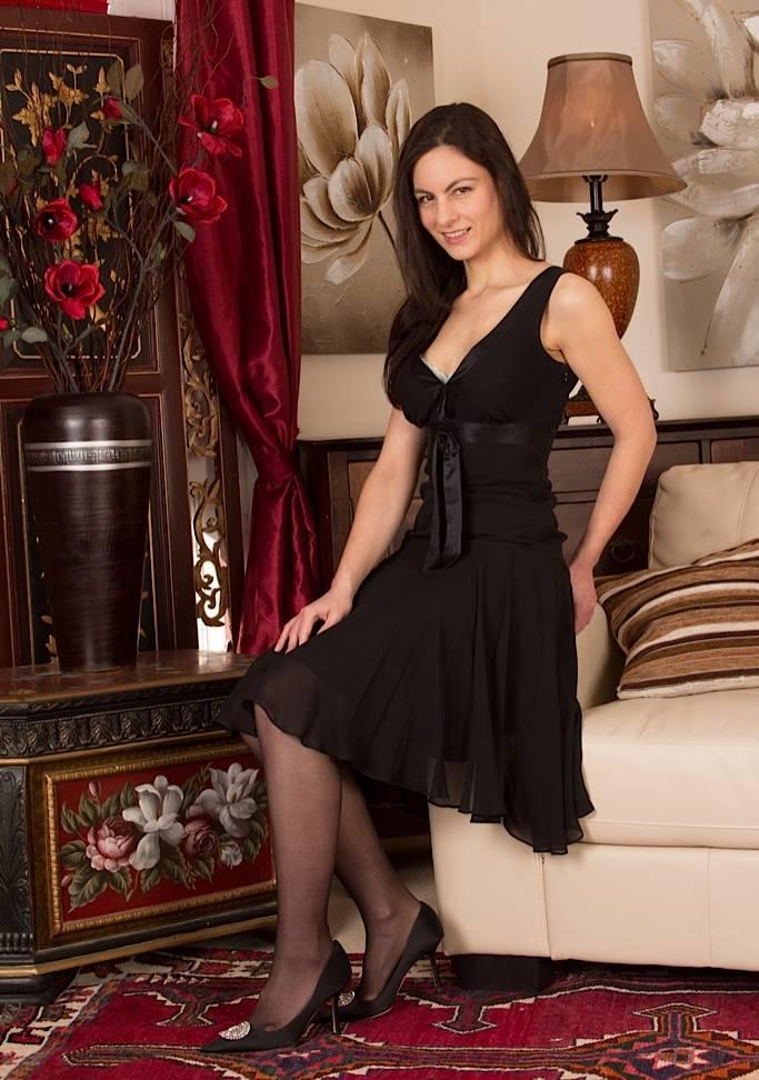 Дама в черных чулках
