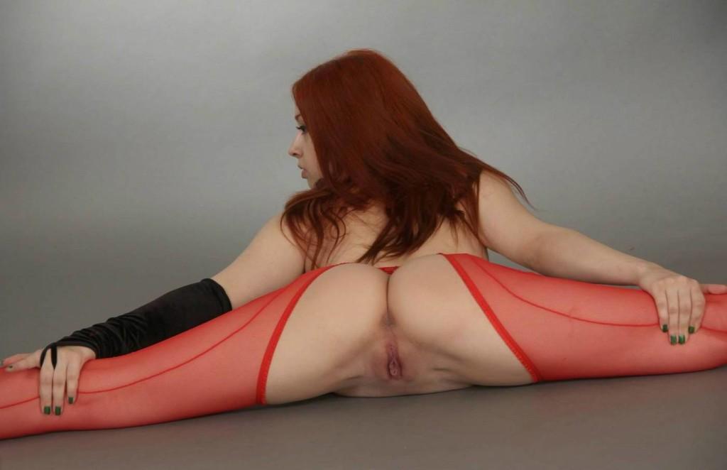 Рыжая в чулках
