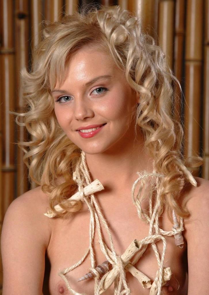 Фото голой блондинки