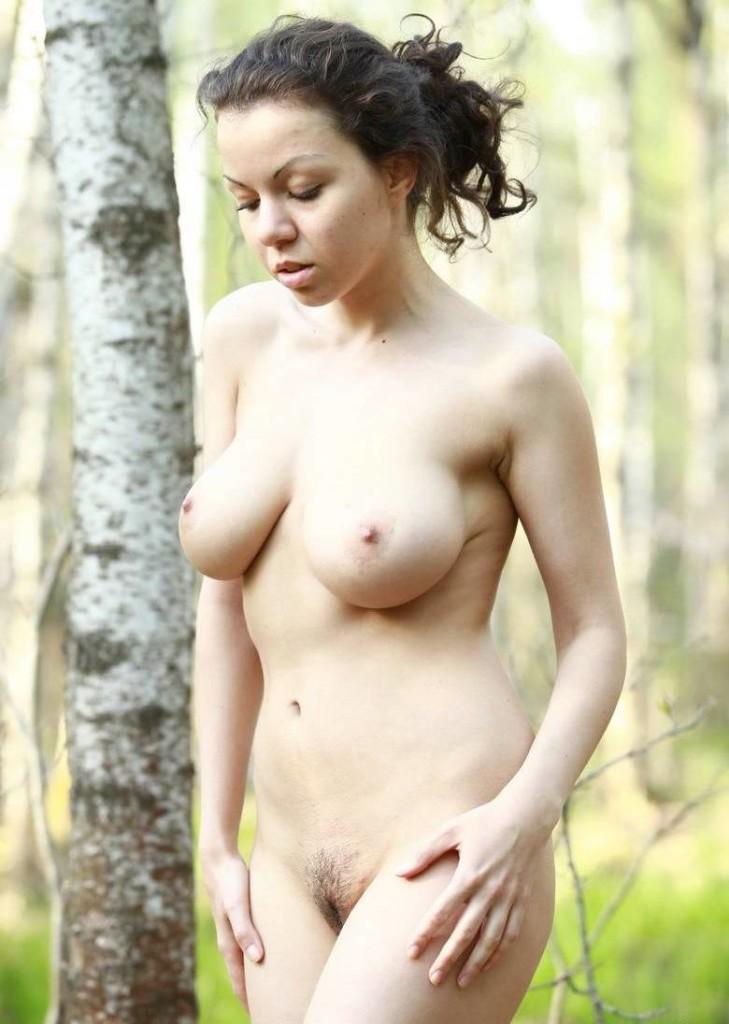 Частные фото девушки с красивыми сиськами