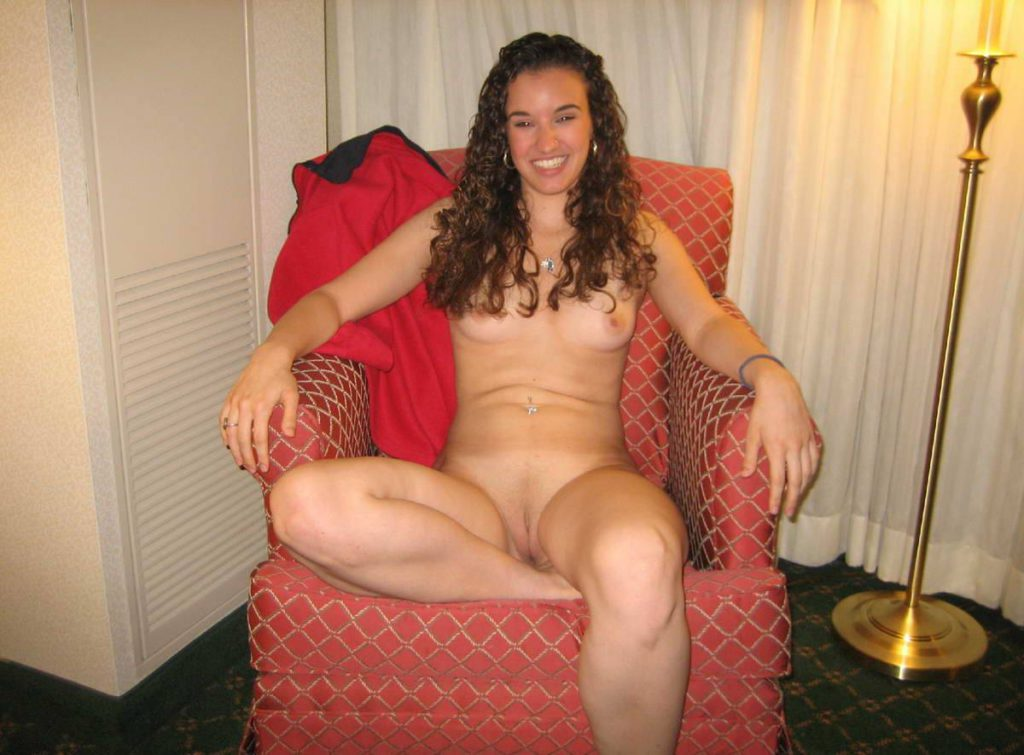 Фото девушки в красном нижнем белье