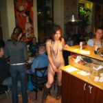 Голая в ночном клубе