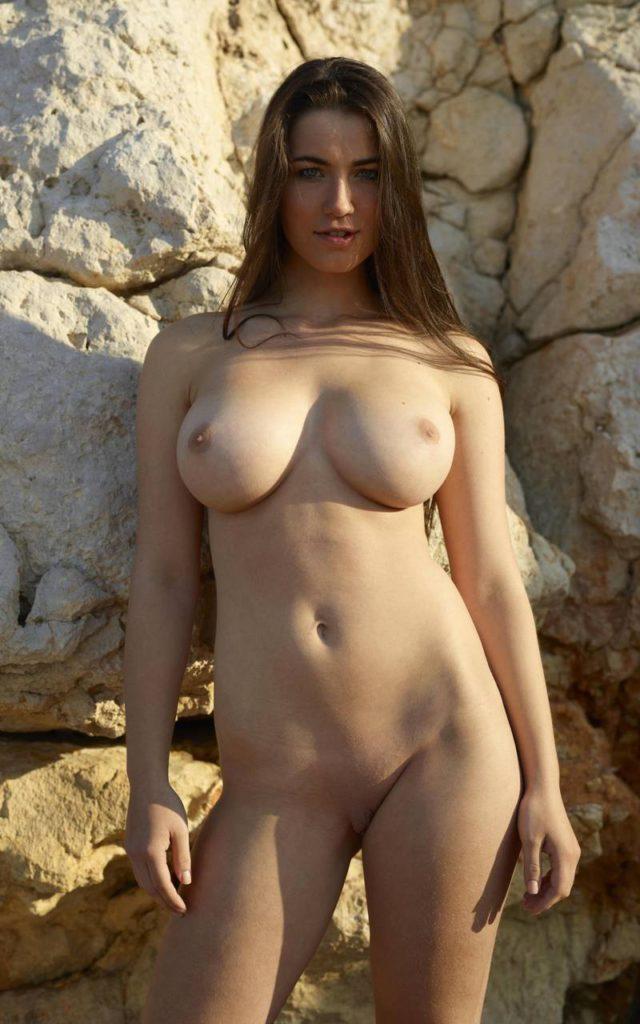 Фото девушки с большой грудью