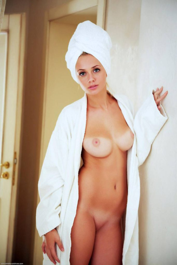 Халат на голое тело