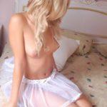 Фото голой блондинки в пачке