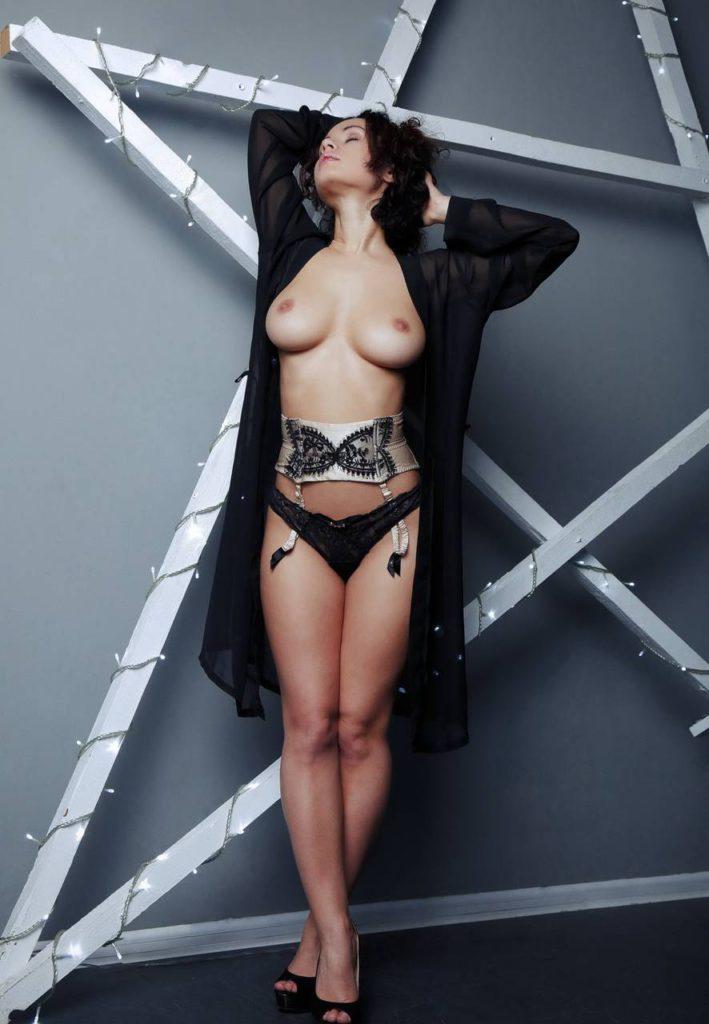 Фото голых сисек мулатки