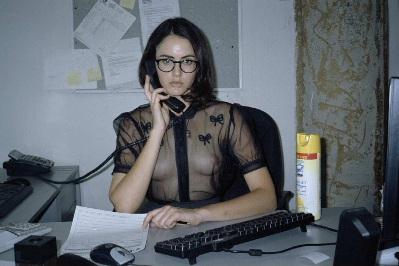 Эротические фото молоденьких девушек на рабочем месте