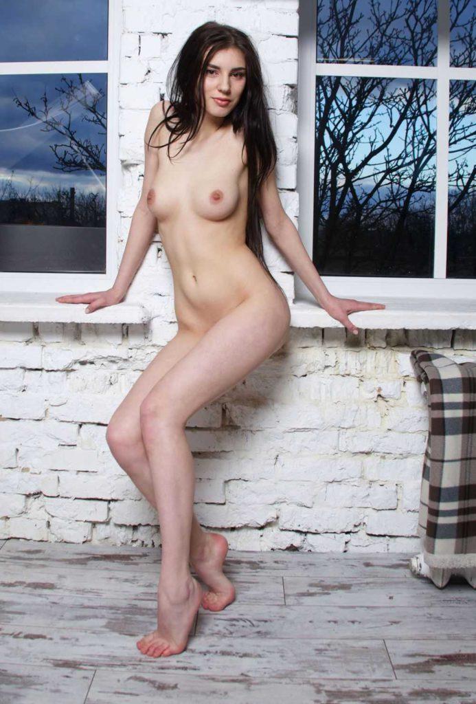 Частная русская фото эротика горячей брюнетки