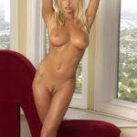 Эротическое фото красивой блондинки с большими сиськами