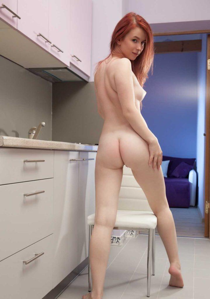 Эротическое фото голой рыжей девушки