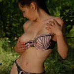 Эротические фото студентки в лесу