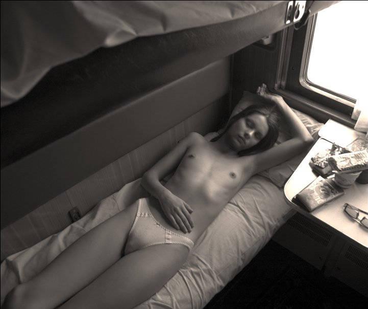 Голые девушки в поезде