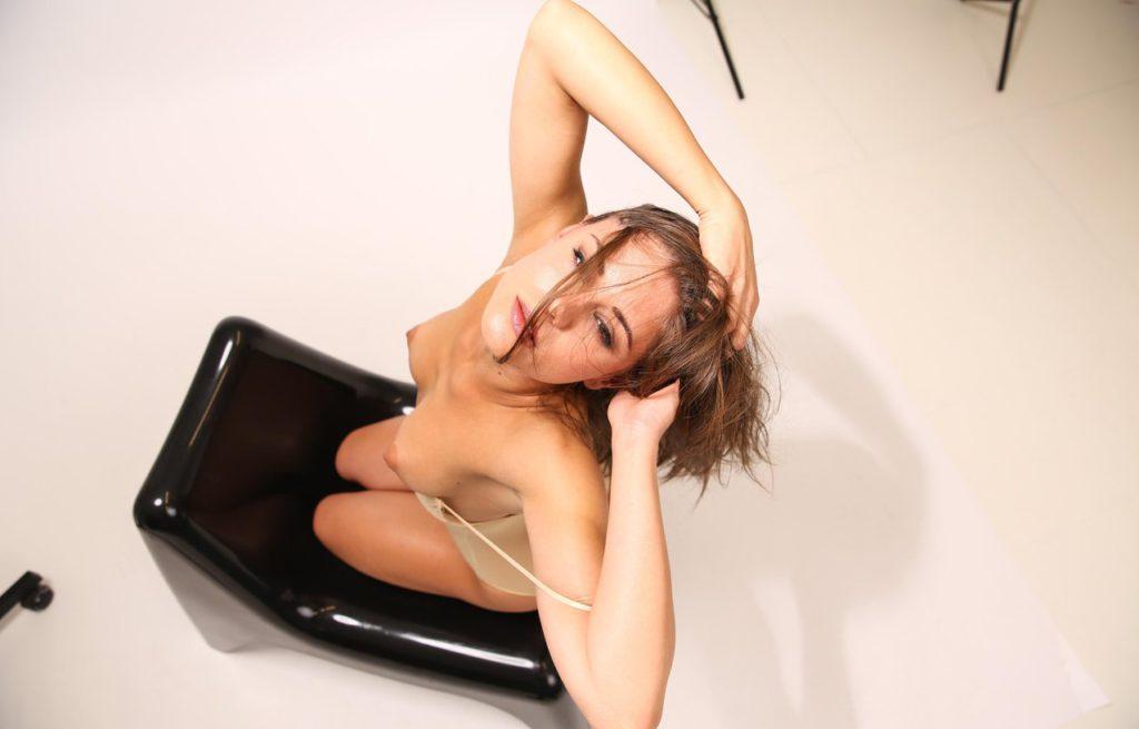 Литл Каприс с возбуждёнными сосками